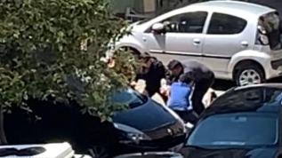 İstanbul'da sokağa çıkma kısıtlamasına rağmen sokakta gezdirdiği köpeği kendisine saldırdı