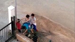 Sokağa çıkma izinlerinde uzun eşek oynayan çocuklar görüntülendi