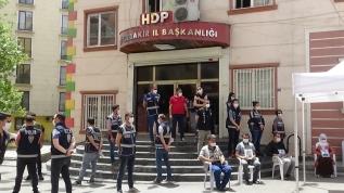 Acılı ailelerin Diyarbakır HDP İl Başkanlığı önündeki ailelerin evlat nöbeti 269'uncu gününde