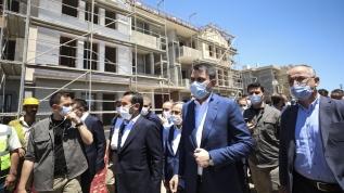 Çevre ve Şehircilik Bakanı Murat Kurum Elazığ'da depremzedeler için yapılan konutları denetledi