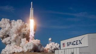 SpaceX in ilk insanlı 'Crew Dragon' isimli uzay mekiği başarıyla fırlatıldı