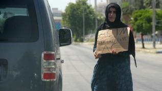 Adana'da profesyonel dilenciler ölüm tehlikesi altında trafiğe dalıyor: Açım çocuklarım aç