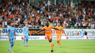 Aytemiz Alanyaspor'un en güçlü gol silahı Papiss Cisse, kalecilerin kâbusu oldu