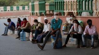 Hindistan'da son 24 saatte 8 bin Kovid-19 vakası tespit edildi