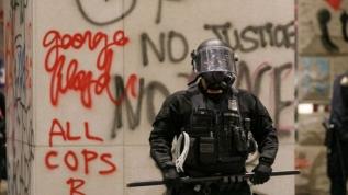 ABD'de polis basını hedef aldı, TRT World muhabiri yaralandı