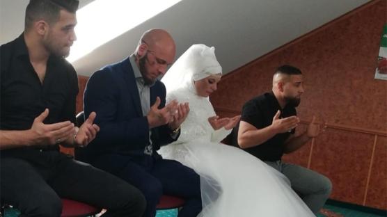 Avusturyalı şampiyon dövüşçü Ott'un nişanlısı da Müslüman oldu