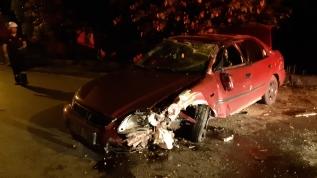 Otomobil ağaca çarptı: biri ağır 4 kişi yaralandı