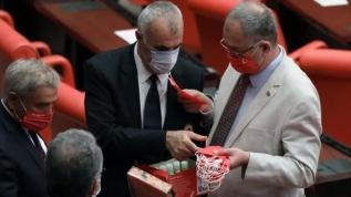 CHP'nin skandal Mustafa Kemal imzalı maskesini ittifak yaptığı Kandil'in siyasi uzantısı HDP beğenmedi