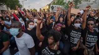 Fransa'da binlerce kişi polis şiddetini protesto etti