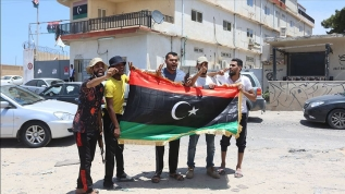 Libyalılar Hafter milislerinin tuzakladığı patlayıcılardan temizlenen evlerine kavuşuyor