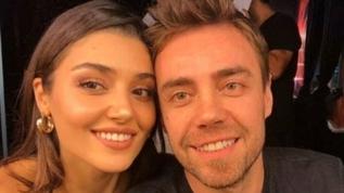 Merve Boluğur'dan boşanan Murat Dalkılıç, sevgilisi Hande Erçel'i güllere boğdu