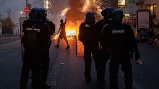 Fransa'da polis şiddetinin protesto edildiği gösteride 18 gözaltı