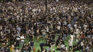 Hong Konglular Kovid-19 yasaklarına rağmen Tienanmın olaylarında ölenleri andı