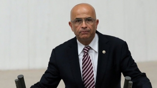 Milletvekilliği düşürülen CHP'li Enis Berberoğlu cezaevine teslim olacak