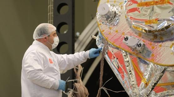 Türkiye'nin yer gözlem uydusu İmece'nin son montajı, üç Bakan tarafından yapıldı