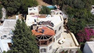 Firari FETÖ'cü Can Dündar'ın Bodrum'daki villasının kaçak bölümünde yıkım başladı