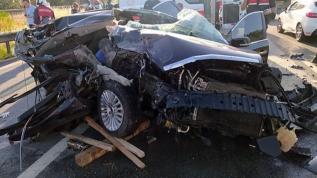 Tarsus'da otomobil kamyona çarptı: 3 ölü, 1 yaralı