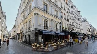 Kovid-19 ile sarsılan Fransa yeni hayata alışmaya çalışıyor